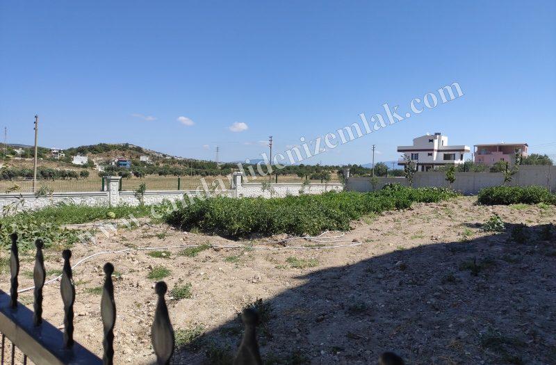 Çandarlı Mavikent'te Duvarları Yapılı Satılık Bahçe Arsa